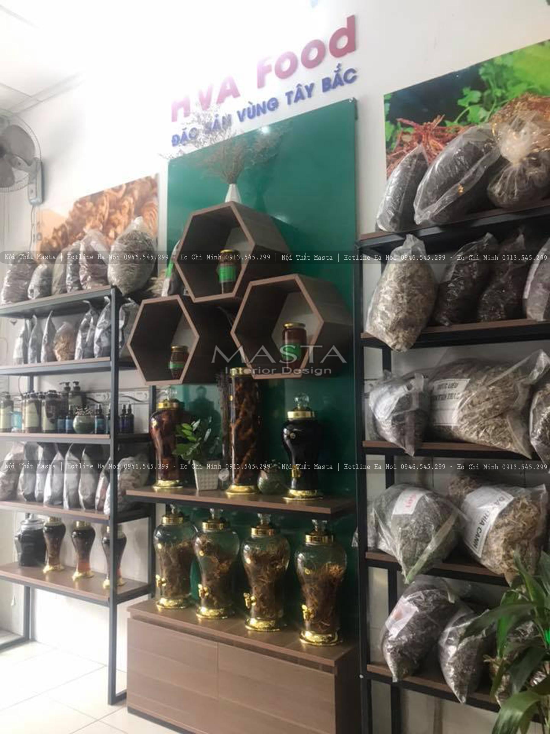 Kệ trưng bày đặc sản vùng Tây Bắc