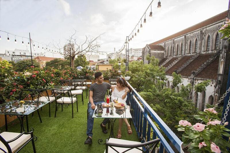 Thiết kế quán trà sữa sân vườn trên sân thượng